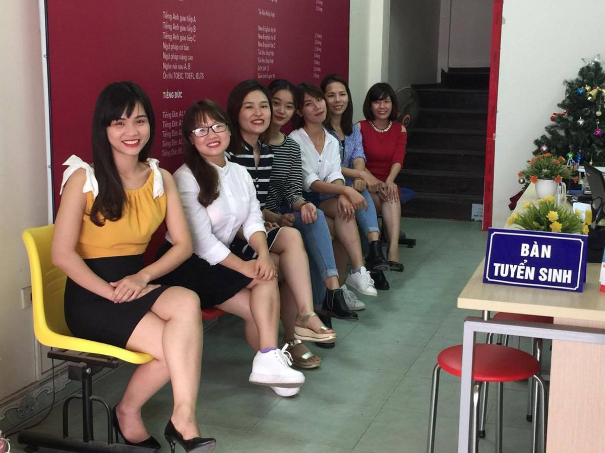 Đội ngũ giảng viên, tư vấn trẻ trung, nhiệt tình